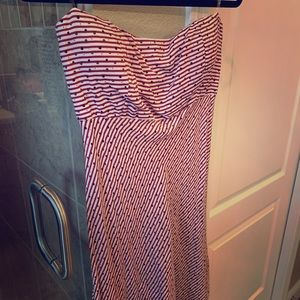 Strapless cute dress with red thin stripes